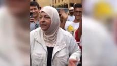 سيدة لبنانية لجندي لبناني.jpg