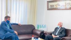عزام الاحمد وممثل الاتحاد الاوربي.jpg
