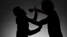 زوج يضرب زوجته.png