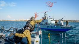 زوارق الاحتلال تعتقل صيادين.jpg