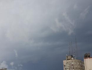 سماء غزة غيوم.jpg
