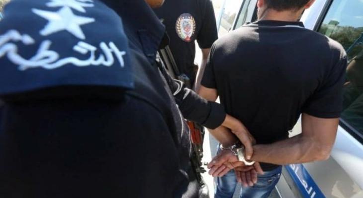 شرطة القبض على.jpg