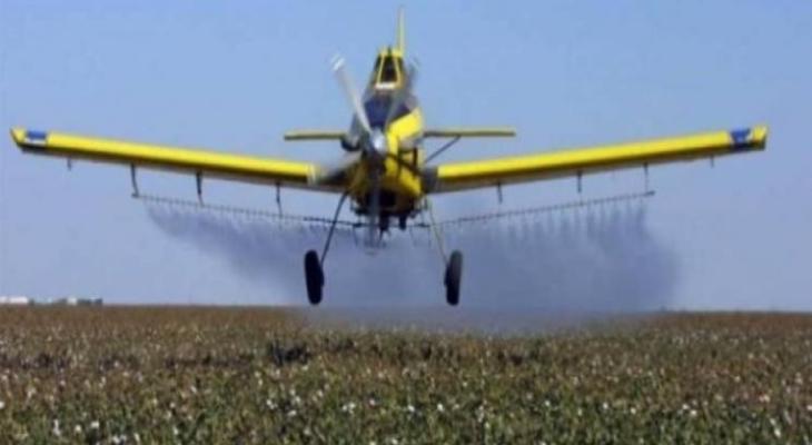 طائرات الاحتلال ترش مبيدات.jpg