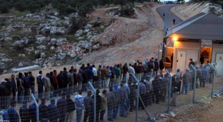 عمال فلسطينيين يتجهون لعملهم في اسرائيل.jpg