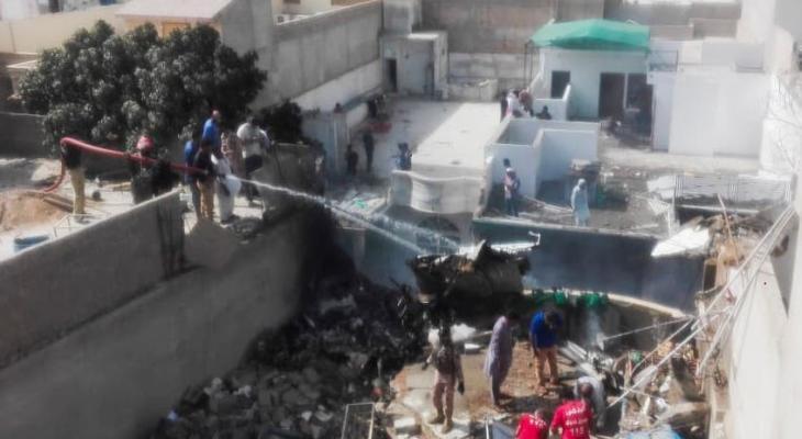 تحطم طائرة باكستانية.jpg