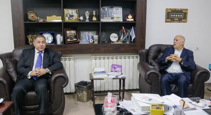الرجوب والسفير المصري.jpg