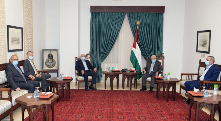 الرئيس عباس وصبيح المصري.jpg