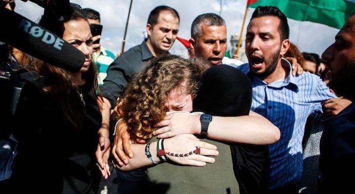 عهد التميمي ووالدتها تتنفسان الحرية.jpg