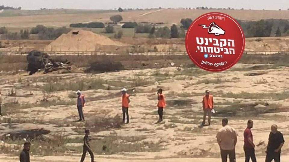قوات من حماس بلباس برتقالي على حدود غزة.jpg
