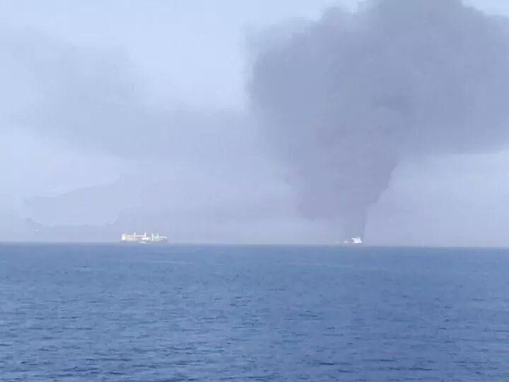 صور الهجوم على ناقلتي النفط في خليج عمان1.jpg
