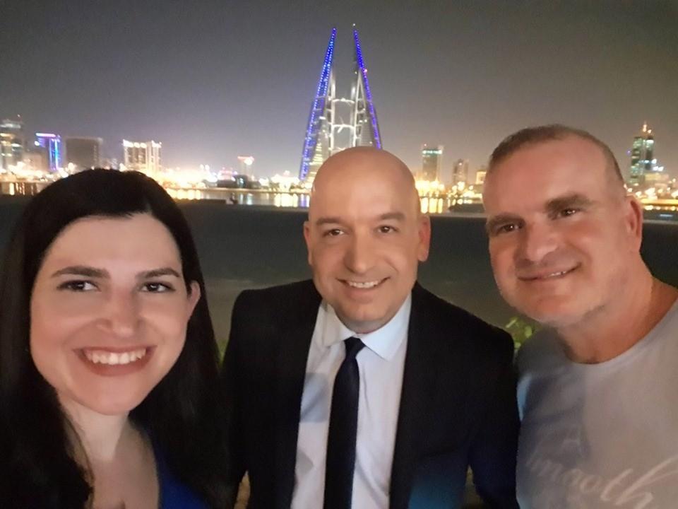 صحفيون اسرائيليون في مؤتمر البحرين.jpg