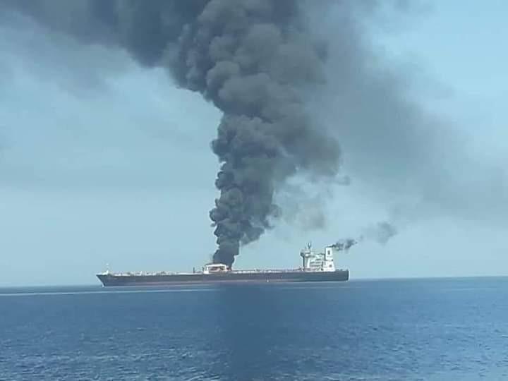 صور الهجوم على ناقلتي النفط في خليج عمان.jpg