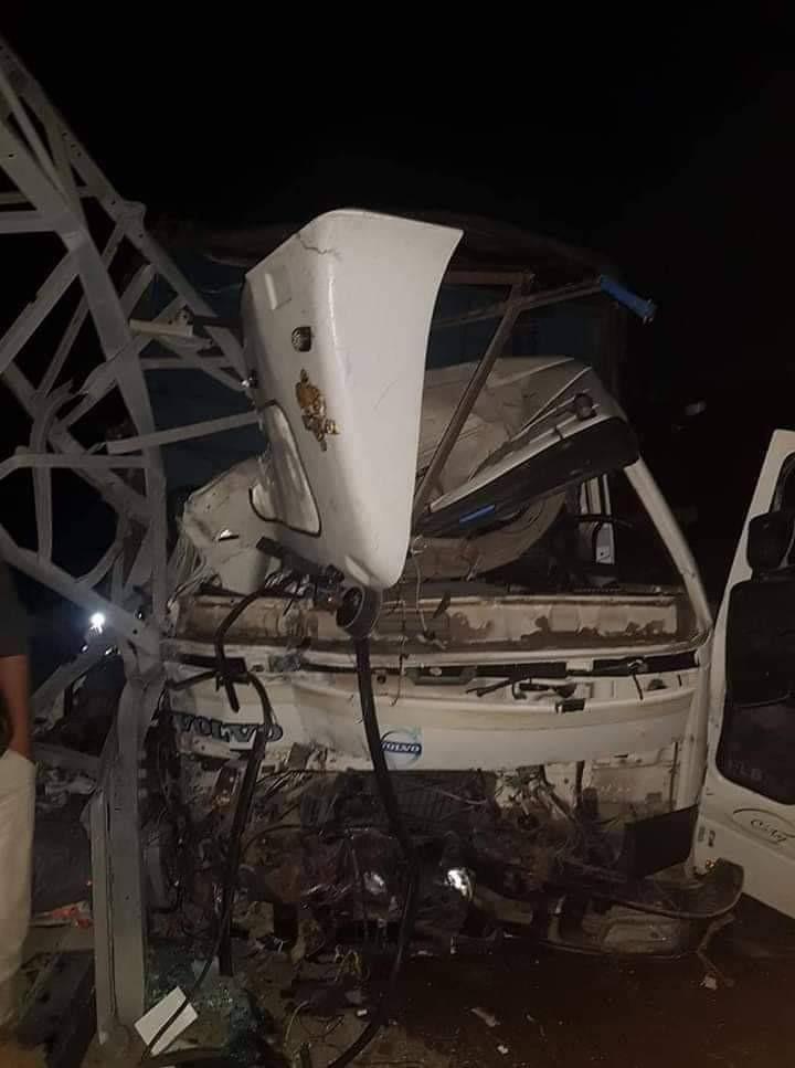 حادث سير اصطدام سيارة بعمود كهرباء.jpg