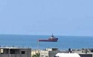 سفينة مصرية أمام ميناء رفح.jpg
